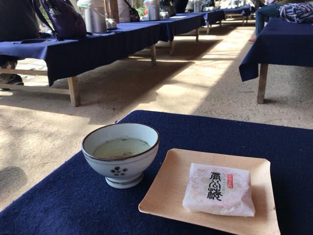 梅こぶ茶とお菓子