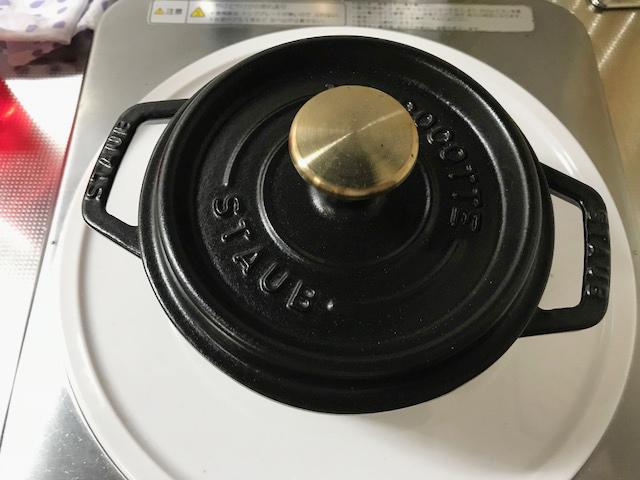 黒いストウブ鍋
