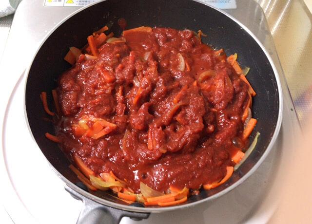トマトソースの調理